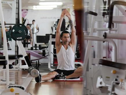 דייב גהאן עושה יוגה בארץ, פפראצי (צילום: אורי אליהו)